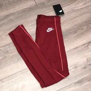 Nike Tight Fit Leggings Size Small